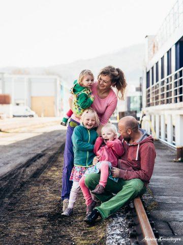 Fotoshooting_Familiengeschichten-Linzer-Hafen_Sabine-Kneidinger